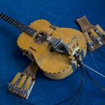 I Pedali comandano meccanicamente i martelletti e sintetizzano un approccio a quattro arti che mutua le tecniche esecutive dalla batteria.